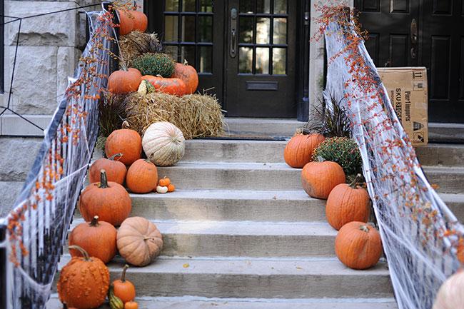 fall-home-decor-front-door-pumpkins-
