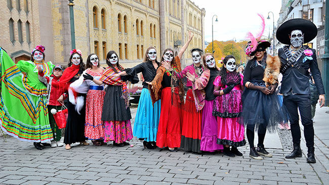 mexican--celebration-day-of-the-death-costumes